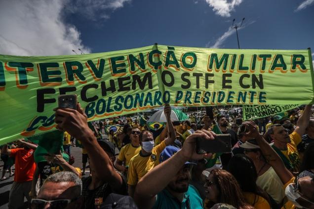 """Para Bolsonaro, políticos estão """"submissos à vontade do povo"""""""